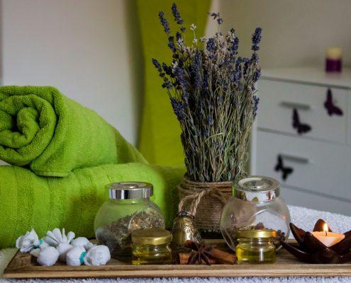 masaj ayurvedic cu uleiuri esentiale